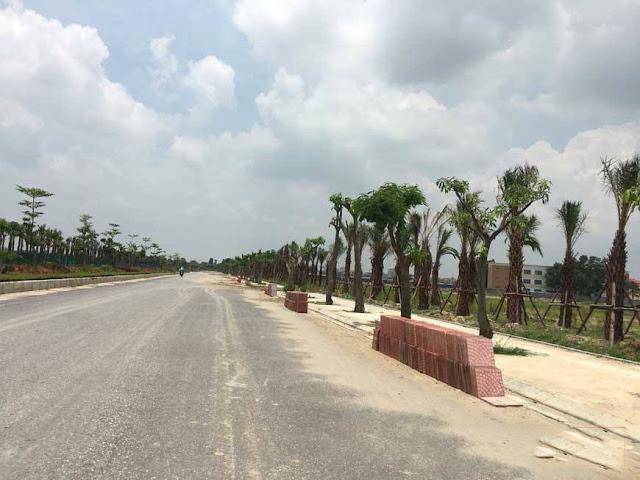 Tuyến đường rộng chạy qua trước mặt dự án