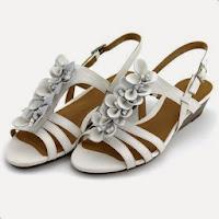 Sandale Clarks Playful Gift albe, din piele naturala, cu toc de 4.5 cm (Clarks)