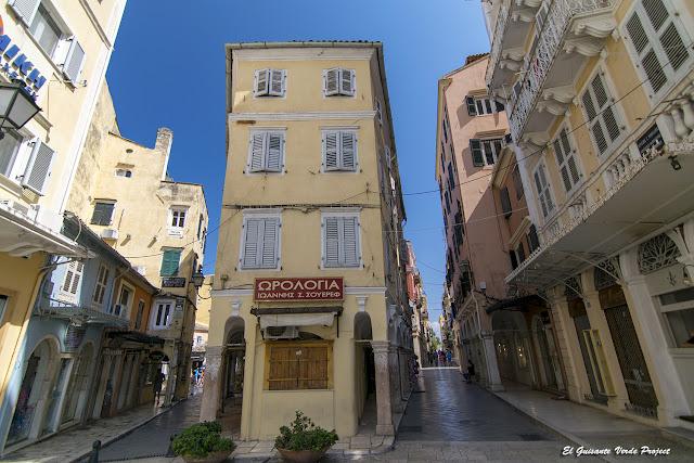 Luces y sombras en las calles de la Ciudad Antigua - Corfu por el Guisante Verde Project
