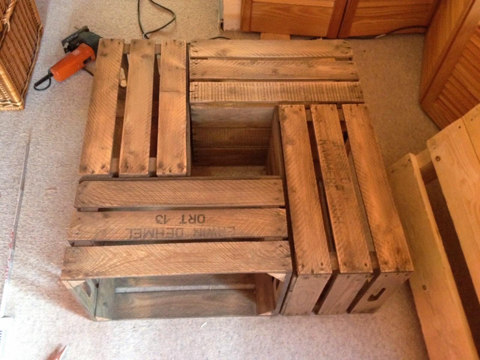 ich baue einen wohnzimmertisch aus obstkisten der vintage homestyle blog. Black Bedroom Furniture Sets. Home Design Ideas