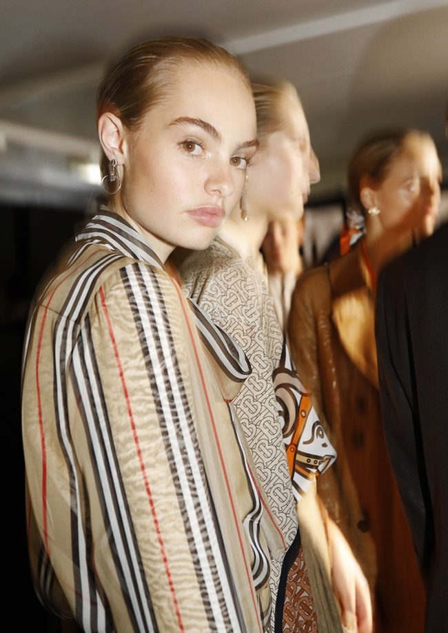 Burberry S/S 19 Backstage Impressionen & Runway Details