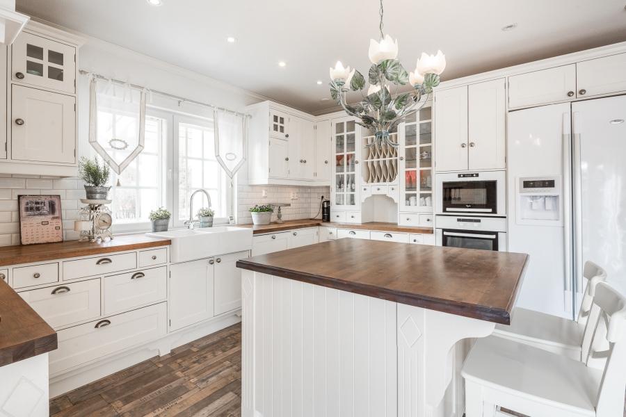 Przytulna kuchnia w stylu prowansalskim, wystrój wnętrz, wnętrza, urządzanie mieszkania, dom, home decor, dekoracje, aranżacje, styl prowansalski, provencal style, kuchnia, kitchen