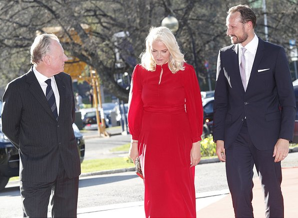 Crown Princess Mette-Marit wore a red Valentino tulle gown, Gianvito Rossi shoes and carried Bottega Vaneta gold diamond clutch bag
