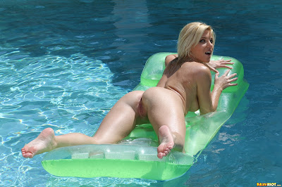 BikiniRiot Niki Lee Young Floating Naked on Raft Picture Set