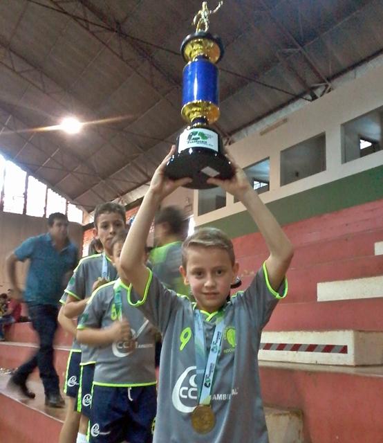 Tem futuro: Roncadorense de 9 anos vem se destacando no Futsal