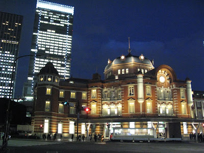Tokyo Station lit up at nighttime.