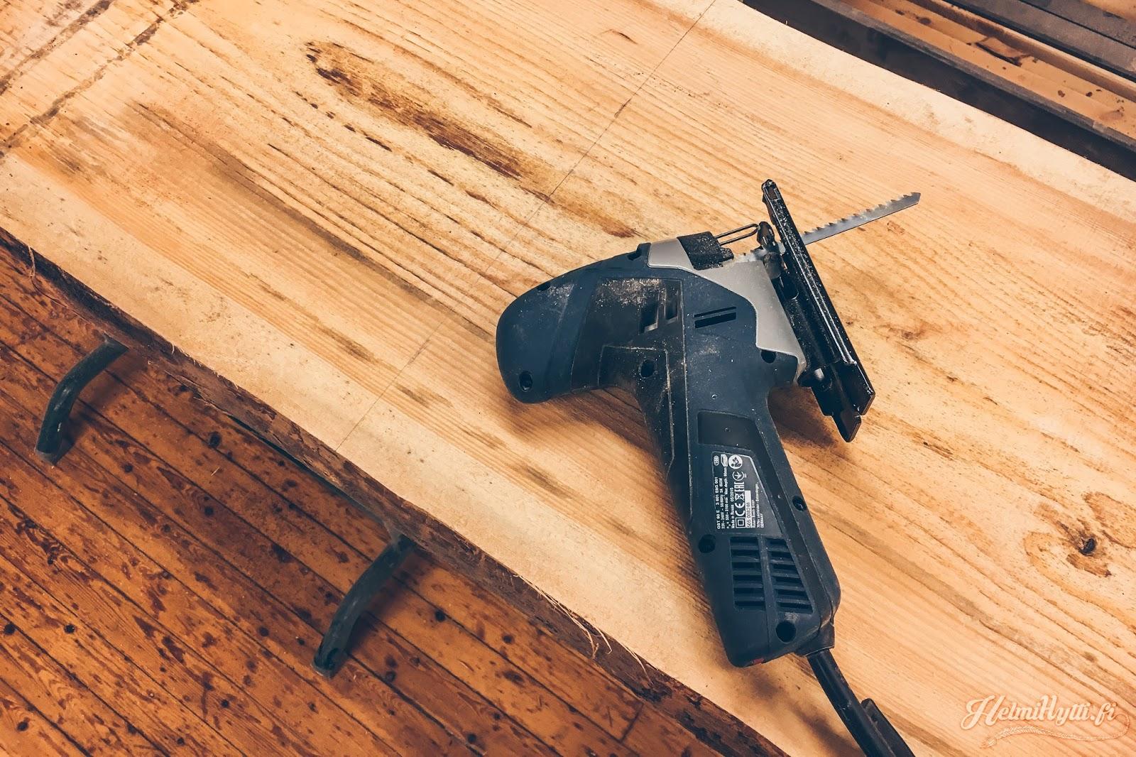 id diy sohvapöytä lankkupöytä pinnijalat mänty wood slab living edge table