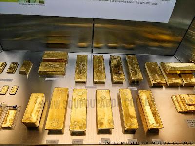 Ouro de diversos países. Sala do Ouro do Museu da Moeda no Banco Central do Brasil - BCB.