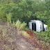 Carro desce ribanceira após colisão com viatura do Corpo de Bombeiros na BR-406/Plaza Garden