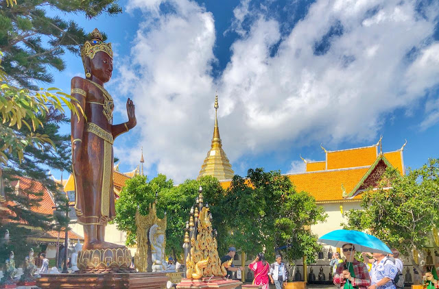 There is huge space around the main temple. Above photograph shows the circular space around the main temple of Doi Suthep and this section has various statues of Budhhas of various sizes, flower gardens, seating areas and enough to walk around & explore surrounding landscapes.