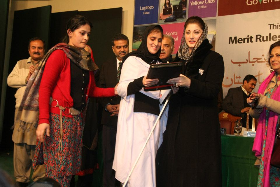 laptop distribution at lahore college for women university