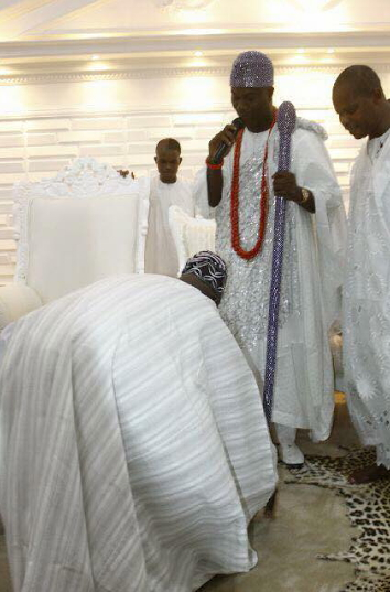 obasanjo prostrates for ogunwusi