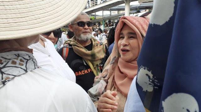 Diharamkan Mardani, Neno Tetap Nyanyikan Lagu '2019 Ganti Presiden' di Tengah Demonstran