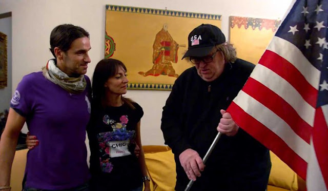 Michael Moore et le couple d'italiens interviewé dans Where to Invade Next