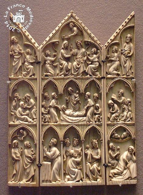 PARIS (75) - Musée du Louvre : Ivoires du XIVe siècle