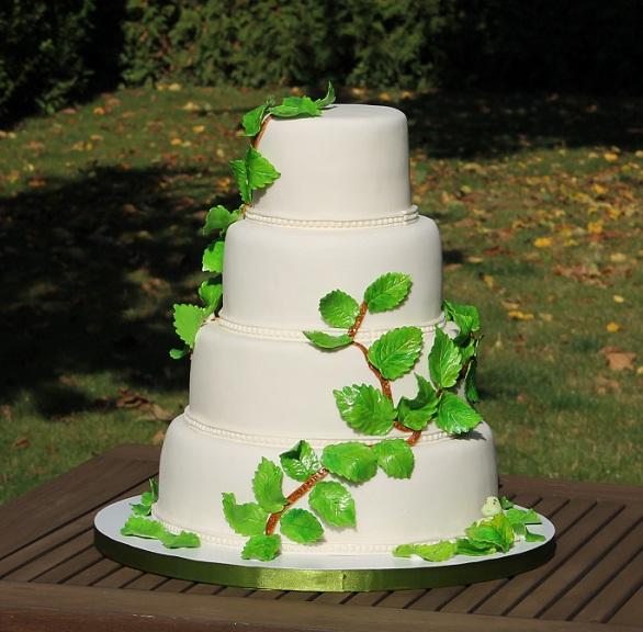 Clipe Delicioase Tort De Nuntă Cu Frunzuliţe