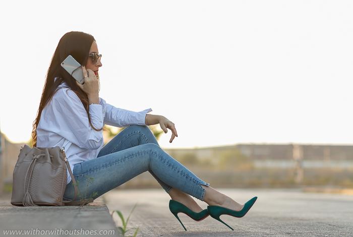 Blogger influencer adicta a los zapatos con Louboutins y jeans