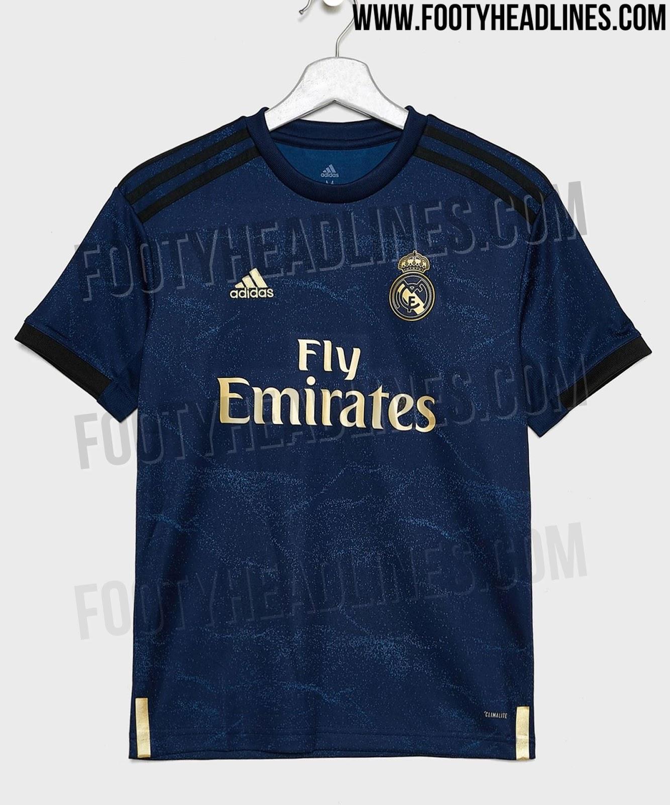 check out 3a974 73b36 Ainsi, le prochain maillot devrait donc être bleu marine avec des accents  dorés notamment pour