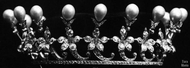 empress alexandra feodorovna russia boucheron pearl coronet tiara