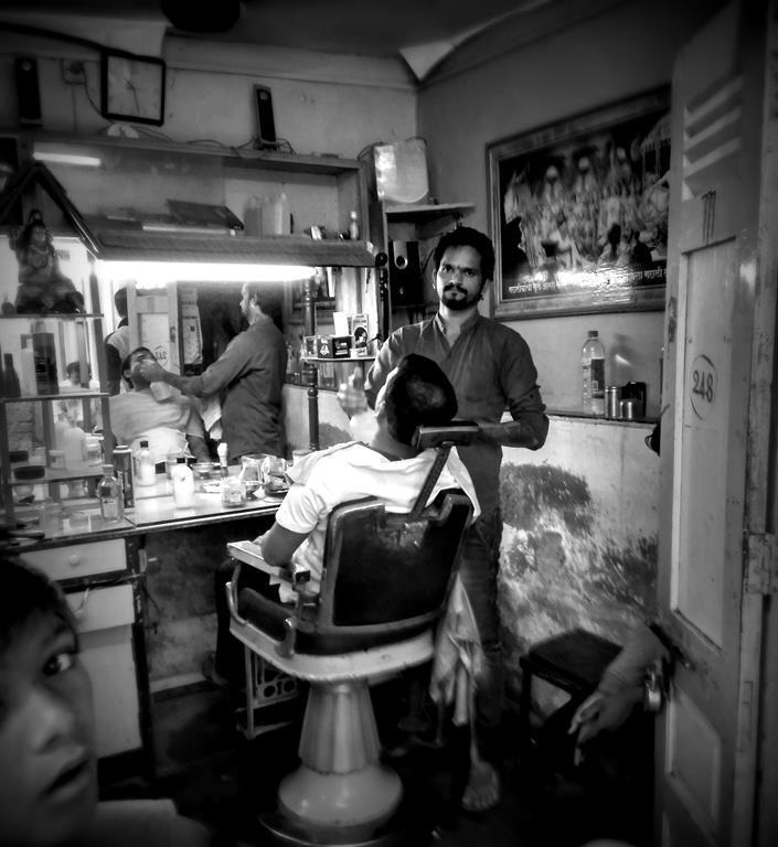 Mumbai daily: Kerbside barbershop