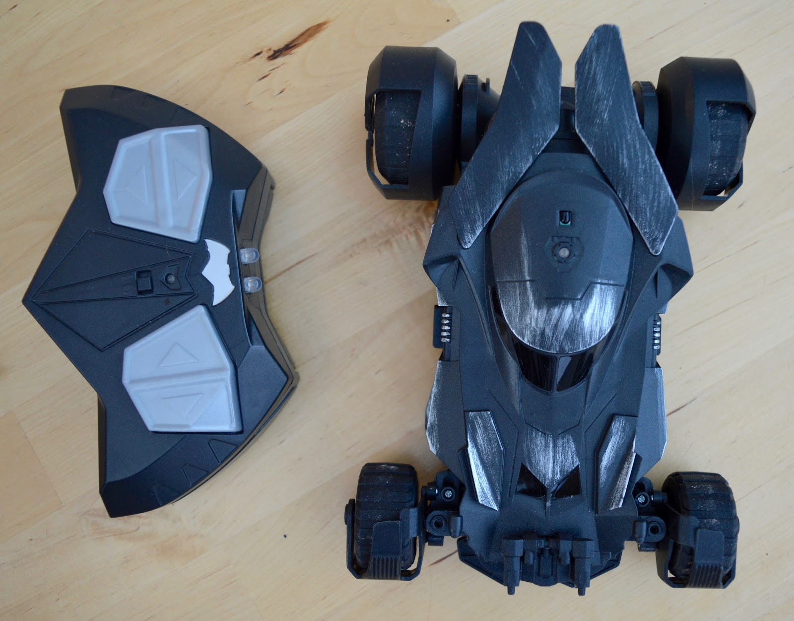 Air Hogs RC Batmobile | A Review - 1:24 replica model from Batman vs Superman