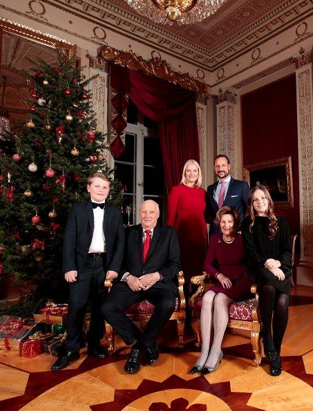 Norwegian Royal Family Released 2017 Christmas Photos