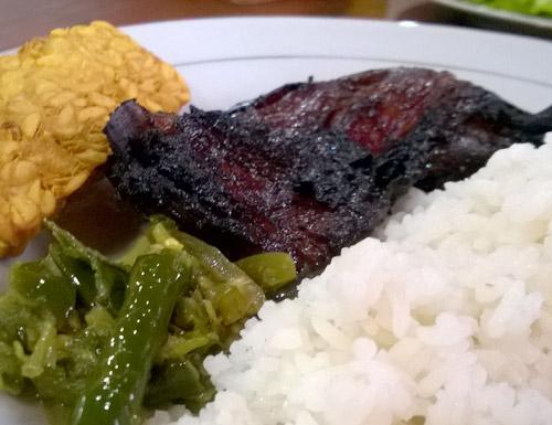 menu makanan rumah makan cisitu
