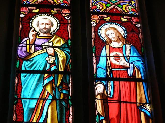 Saint Pierre, vitrail église de Saint Just en Ba s©Défrade