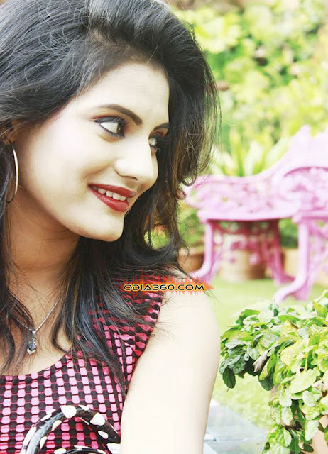 Sradha Panigrahi Real life Hot Photos Images Walls