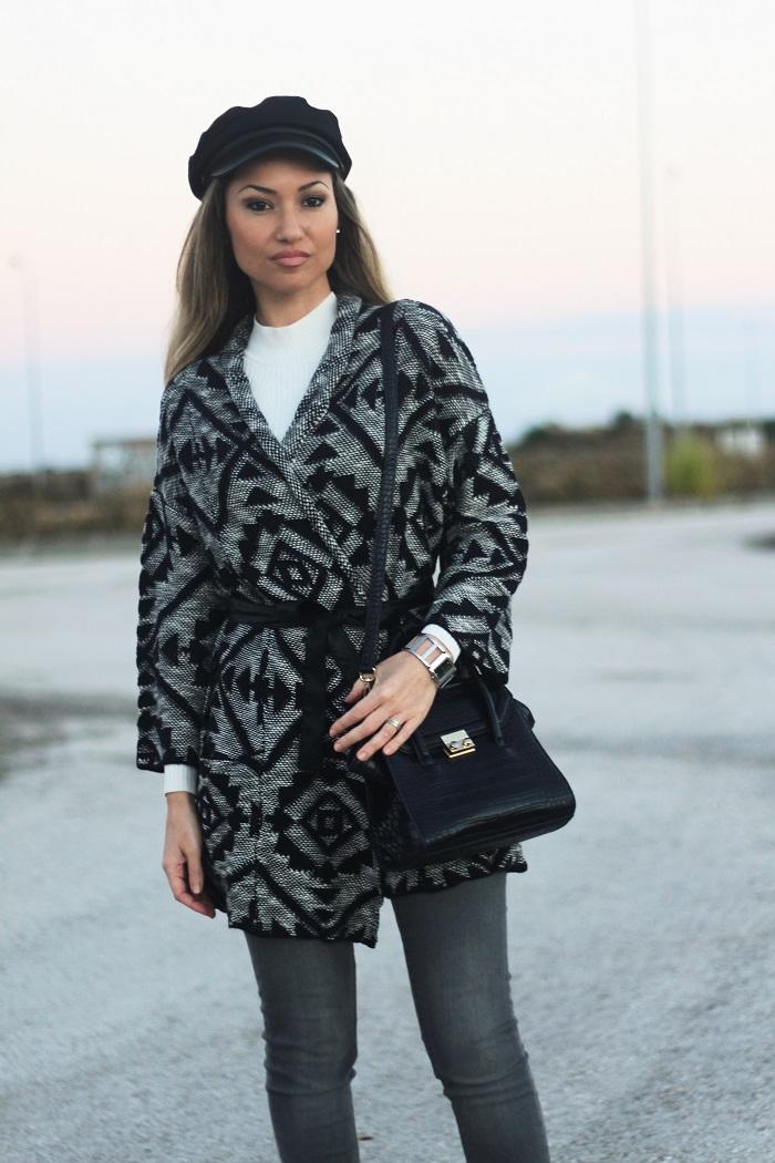 O destaque vai para o casaco de malha com padrão étnico! Look do dia/Outfit. Outono/Inverno 2017. Style Statement. Blog de moda portugal