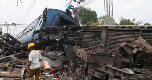 Nouveau déraillement de train : 39 morts ( photos )