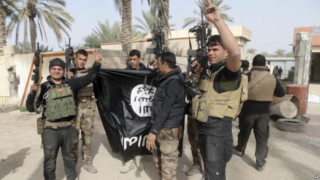 Kuburan Massal Berisi 100 Mayat Terpenggal Ditemukan Oleh pasukan Irak