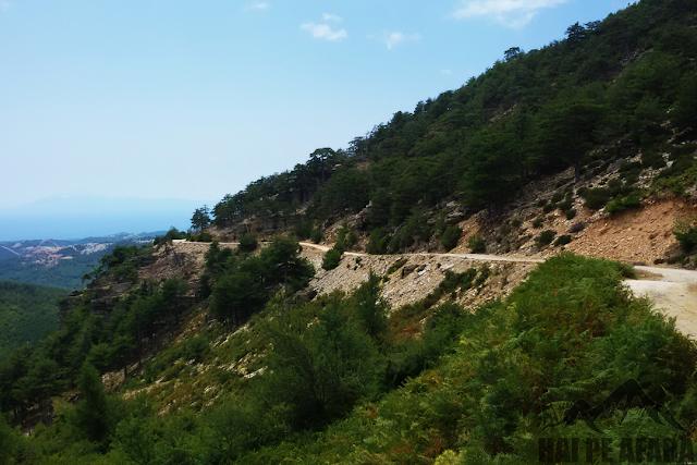 traseu către vărful muntelui Ypsarion din Thassos