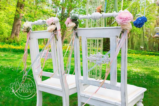 Pastelowy ślub w plenerze.