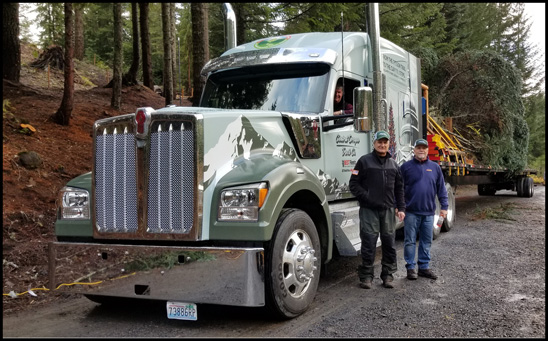 Central Oregon Truck Company drivers with the Kenworth W990 and U.S. Capitol Christmass Tree