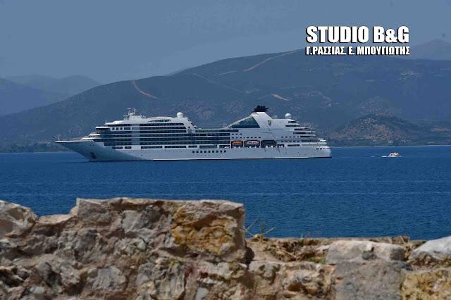 Το νεότευκτο κρουαζιερόπλοιο Seabourn Encore στο Ναύπλιο (βίντεο)