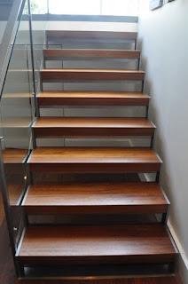 papan tangga kayu di bontang