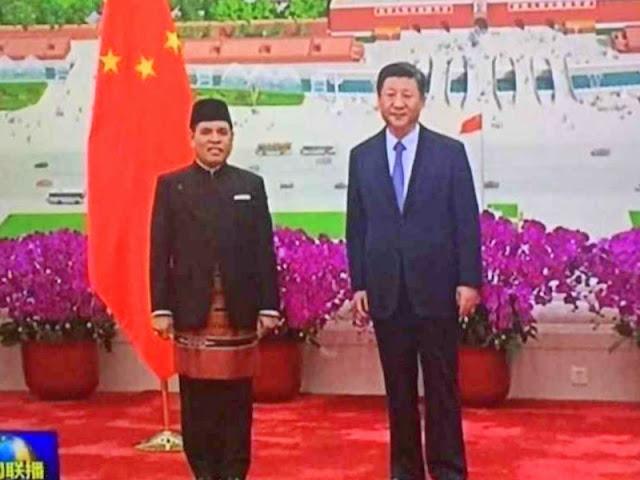 Djauhari Oratmangun Temui Presiden Xi Jinping dengan Kain Tenun Tanimbar
