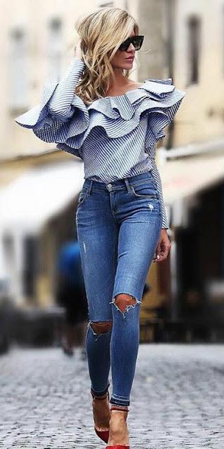 Calça com jeans rasgado no joelho