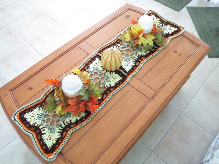 fall table runner, autumn, home decor, free crochet pattern