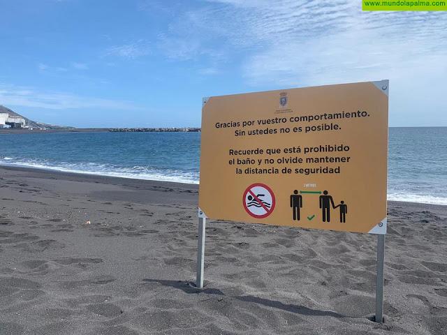 El Ayuntamiento de Santa Cruz de La Palma instala carteles en la playa agradeciendo a los vecinos su comportamiento