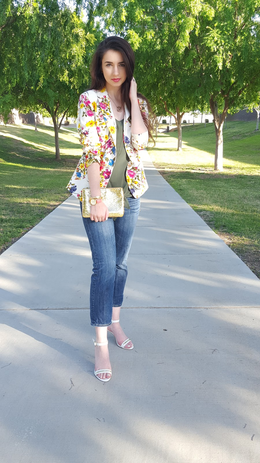 business casual Spring outfit with a denim blazer and cropped jeans