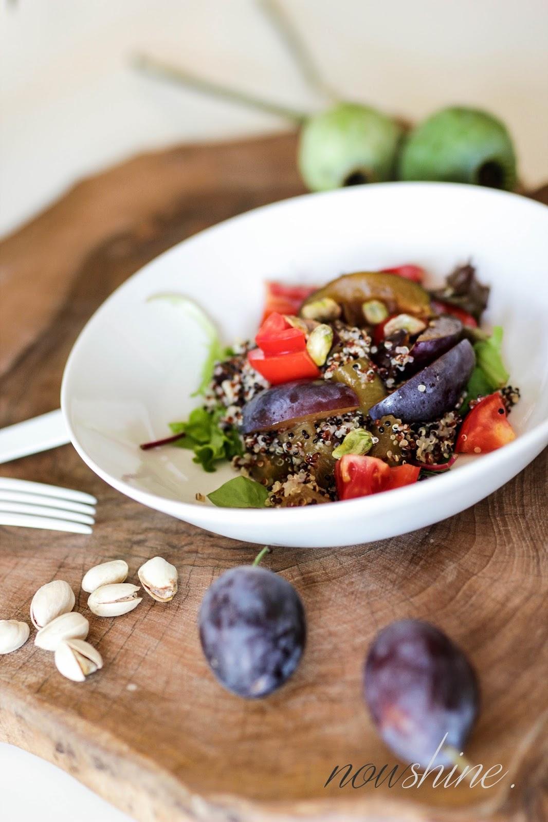 Herbstliches Quinoa Bowl Rezept mit Zwetschgen und Pistazien passend zu Krombacher Alkoholfrei