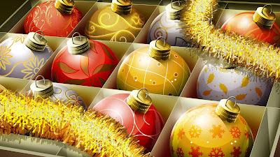 Doos met kerstballen