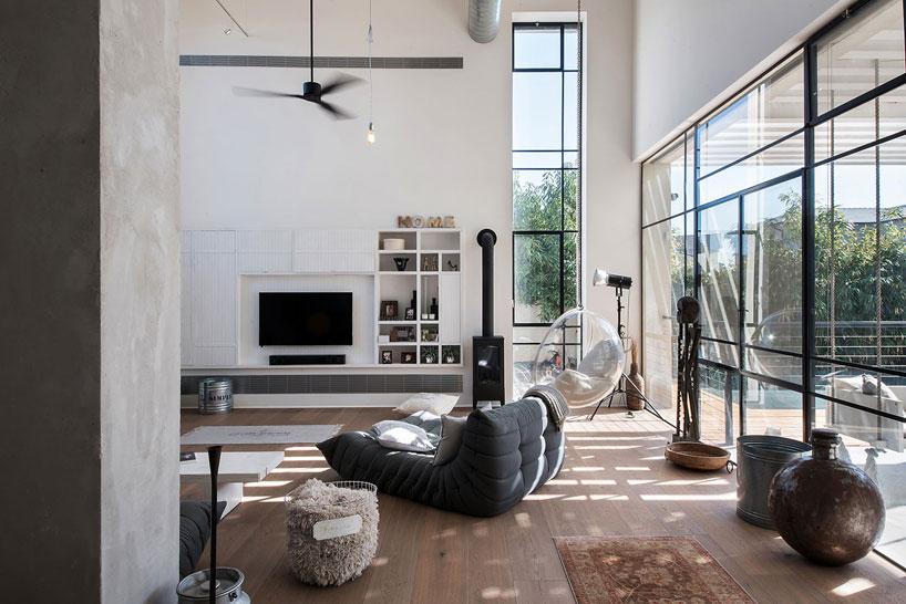 Villa con patio e piscina a tel aviv by neuman hayner for Piani a pianta aperta