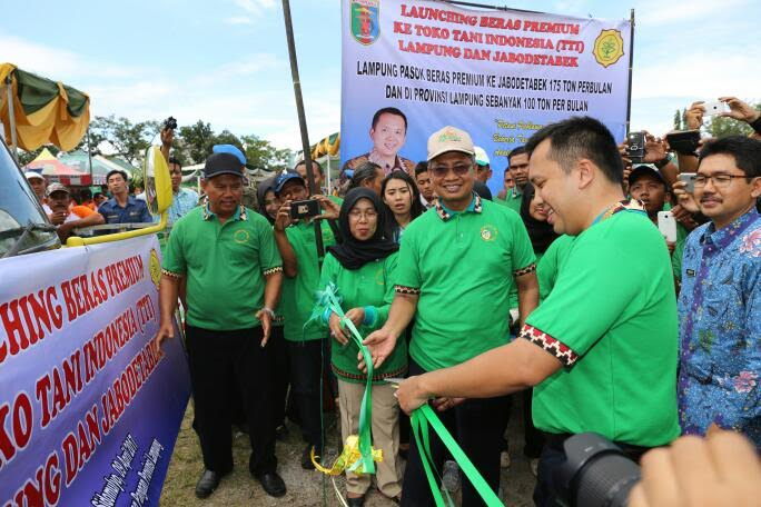 M. Ridho Ficardo Melakukan Launching Beras Premium Ke Toko Tani Indonesia (TTI)