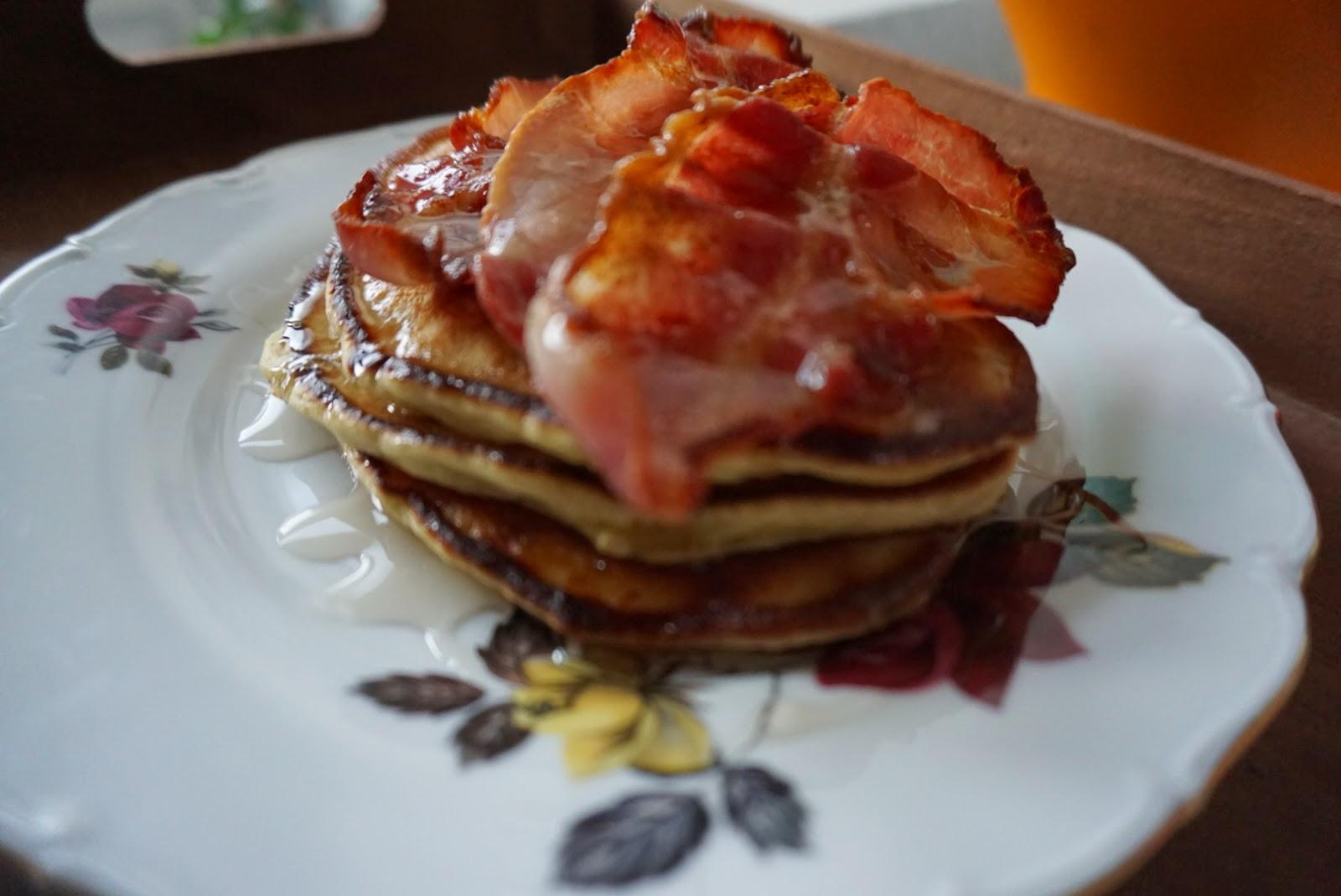 brunch pancakes, banana pancakes