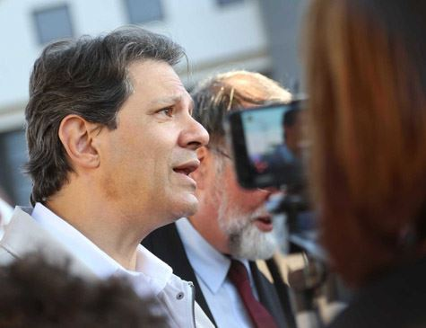 Haddad diz que buscará todas as formas jurídicas de libertar Lula