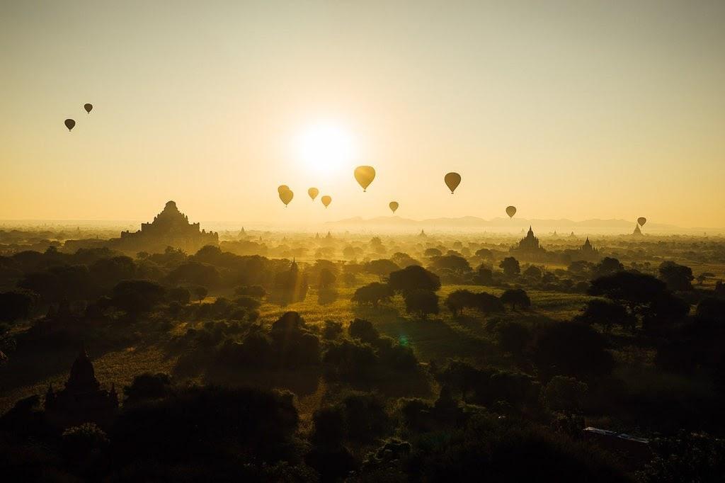 Bagan con globos, Myanmar