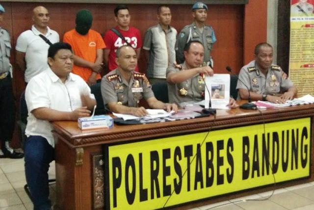 Polisi Amankan Atribut HTI di Rumah Penghina Ibu Negara